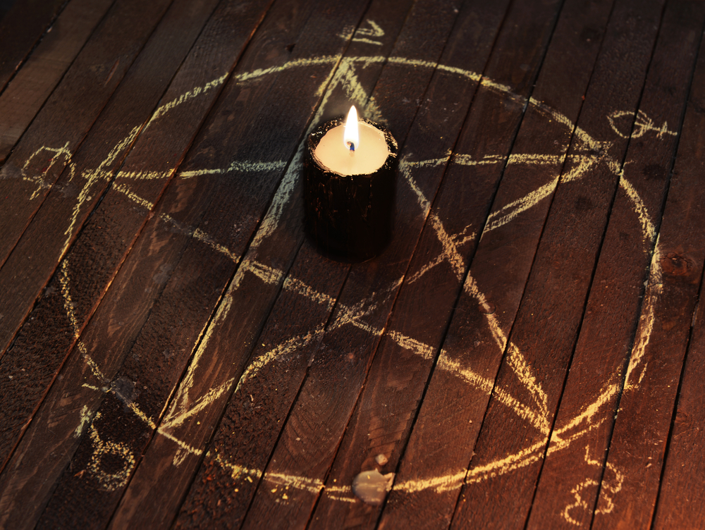 Pentagramm mit Kerze